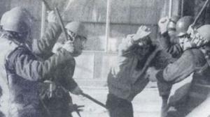 Tortura srpske policije nad albanskim demonstrantima 90-tih godina