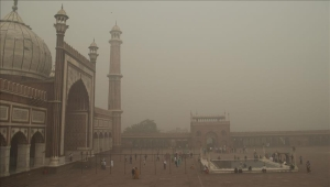 Indians catch glimpse of sky as smog clears in capital