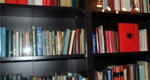Arnavut edebiyatı için zengin kütüphane