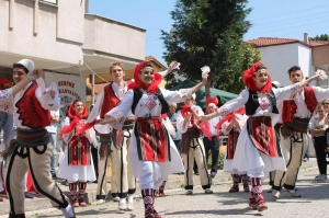 Yalova Arnavut Kültürü Derneği'nin resmi açılışı Çiftlikköy'deki dernek binasında coşkuyla yapıldı