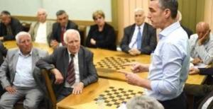 Veseli, Yine Emeklilere 200 Avro Maas Vaat Etti
