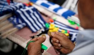 Yunanistan 2017'de daha az büyüyecek
